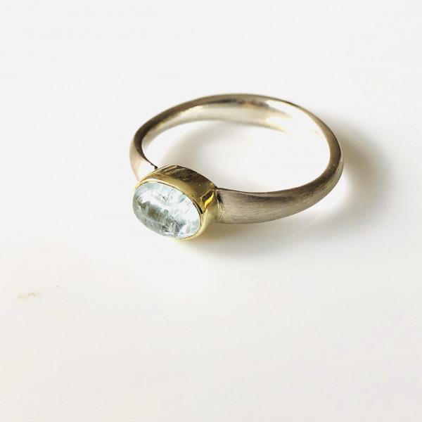Ring mit Aquamarin in Gold gefasst und Silber von Goldkind
