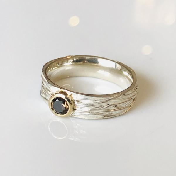 """Ring """"schief gewickelt"""" mit Rauchquarz in Gold und Silber von Goldkind"""