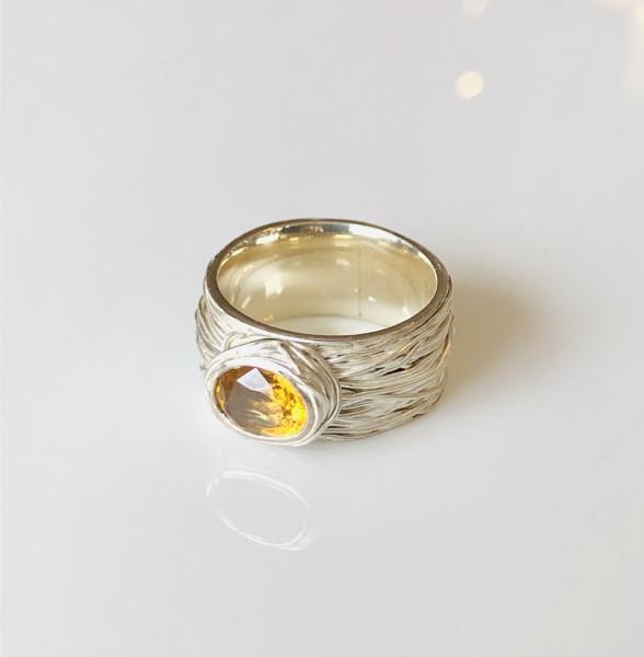 """Ring """"schief gewickelt"""" mit Citrin in Silber von Goldkind"""