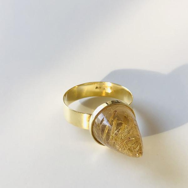 Ring mit kegelförmigem Rutilquarz in 585 Gold von Goldkind