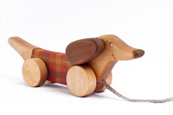 """Hund """"Dackel"""" rot kariert zum Nachziehen von Friendly Toys"""