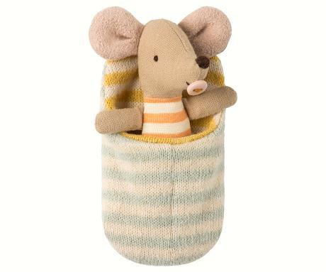 Baby Maus im Schlafsack