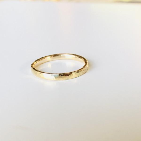 Geschmiedeter zarter 585 Ring aus Gelbgold von Goldkind