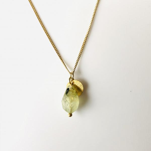 Kette Nr. 38 mit grünem facettiertem Prehnit Tropfen und Gold von Goldkind