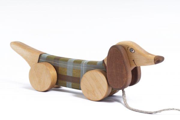 """Hund """"Dackel"""" grün kariert zum Nachziehen von Friendly Toys"""