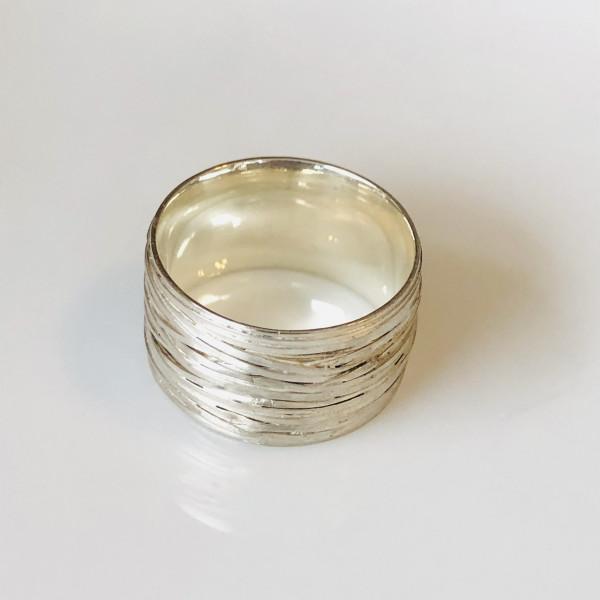 """Ring """"schief gewickelt"""" breit in Silber von Goldkind"""