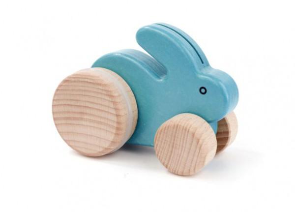 """Kleiner Hase """"blau"""" auf Rädern"""
