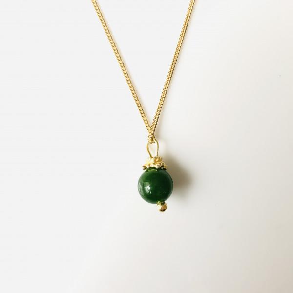 Kette Nr. 39 mit Kugel aus grünem Achat und Goldkrone von Goldkind