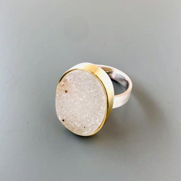 Ring mit ovalem Achat, Gold und Silber von Goldkind