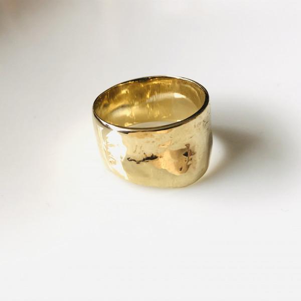 Geschmiedeter Ring aus Gelbgold von Goldkind